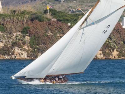 Lady-Anne-vence-con-autoridad-en-el-estreno-de-la-X-Copa-del-Rey-de-Barcos-de-Época-Trofeo-Panerai_articlefull
