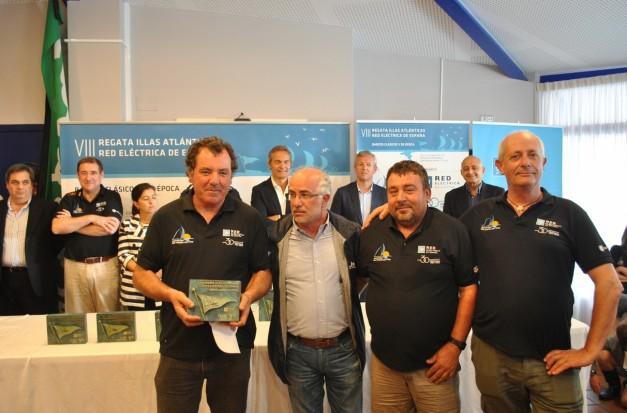 Irmandi_a, segundo calsificado clase C_es, entrega Jose Juan Dur_n Presidente Portos de Galicia