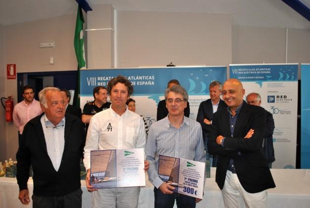 Premiados concurso de fotograf_a, entrega Jose Manuel Blanco director relaciones externas el corte ingl_s